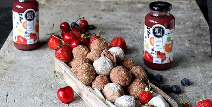 Bliss Balls mit Kokos und Erdbeere