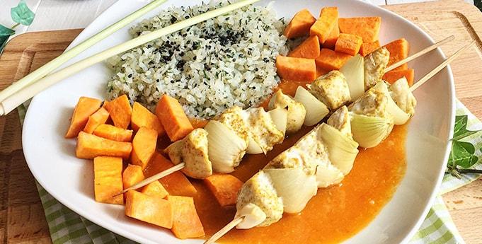 Curry-Hähnchenspieße mit Konjak Reis